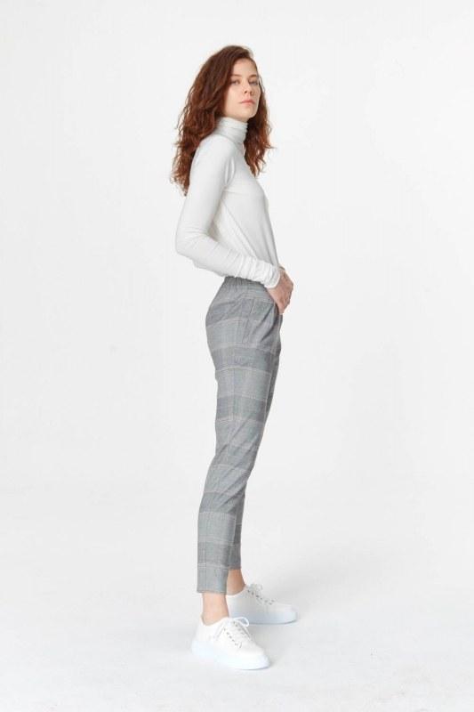 Narrow Leg Plaid Trousers (Grey)