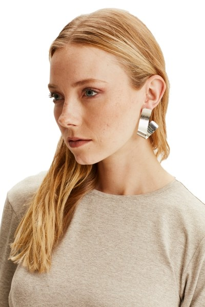 MIZALLE Fluid Geometric Earrings (Silver)