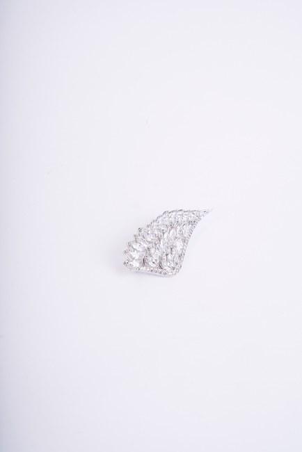 MIZALLE - Angel Wing Brooch (Grey) (1)