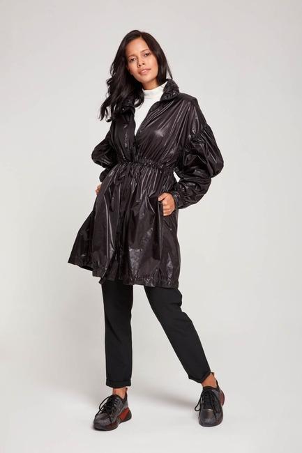 Mizalle - معطف واق من المطر مع أكمام بالونية (أسود)