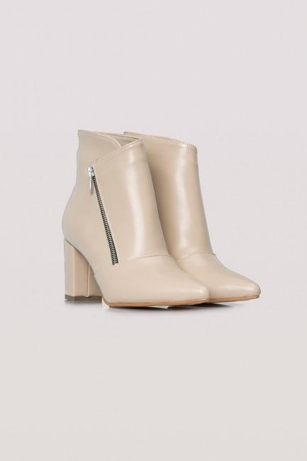 Mizalle - حذاء بوت شمواه بكعب سميك (كريمي)