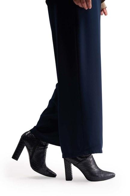 Mizalle - حذاء بنمط التمساح (أزرق داكن)