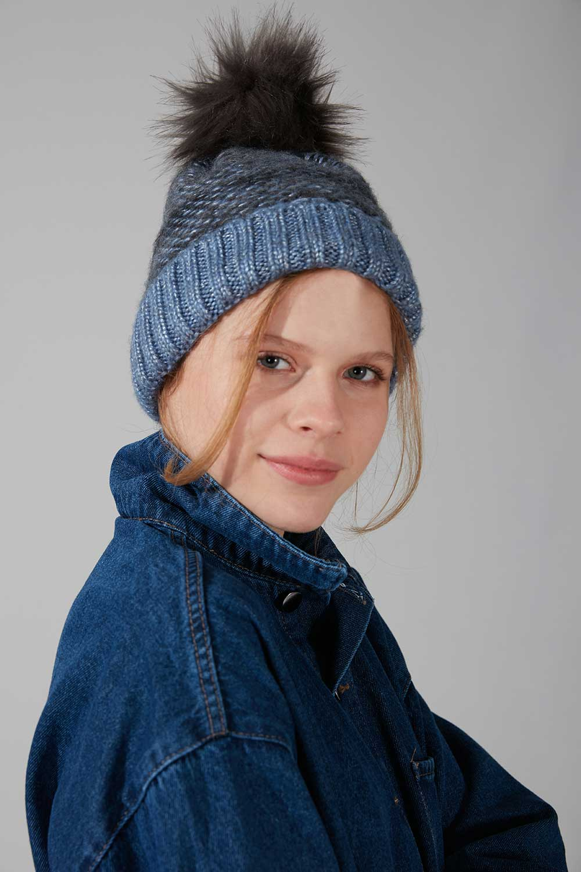 Mizalle - قبعة شتوية مطاطية بكرة صوفية (أزرق)