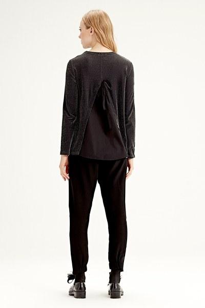 بلوزة ذات قماش متداخل من الخلف (أسود) - Thumbnail