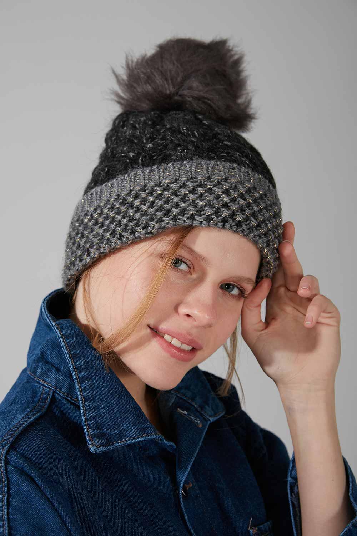 Mizalle - قبعة شتوية بكرات صوفية ( أسود)