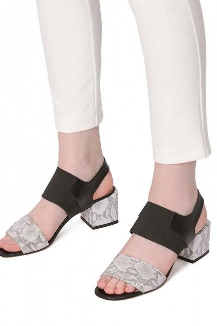Mizalle - حذاء بنمط جلد الثعبان (رمادي) (1)