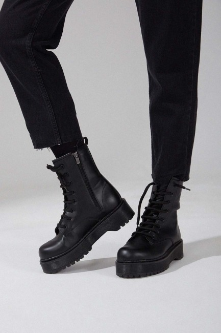 Mizalle - حذاء بوت سميك (أسود)