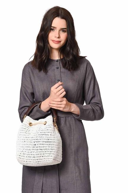 Mizalle - حقيبة يد بمقبض خشبي (أبيض)
