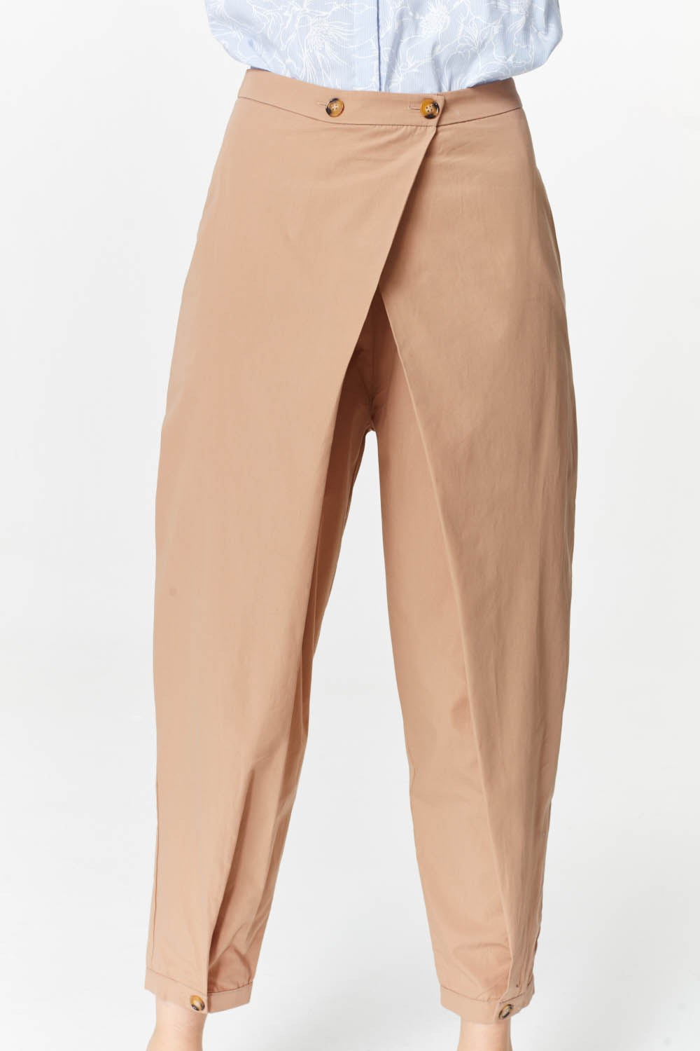 MIZALLE Asymmetric Detailed Trousers (Camel) (1)