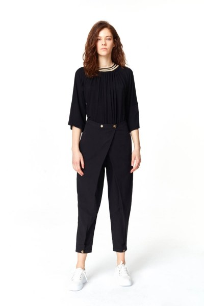 MIZALLE Asymmetric Detailed Trousers (Black)