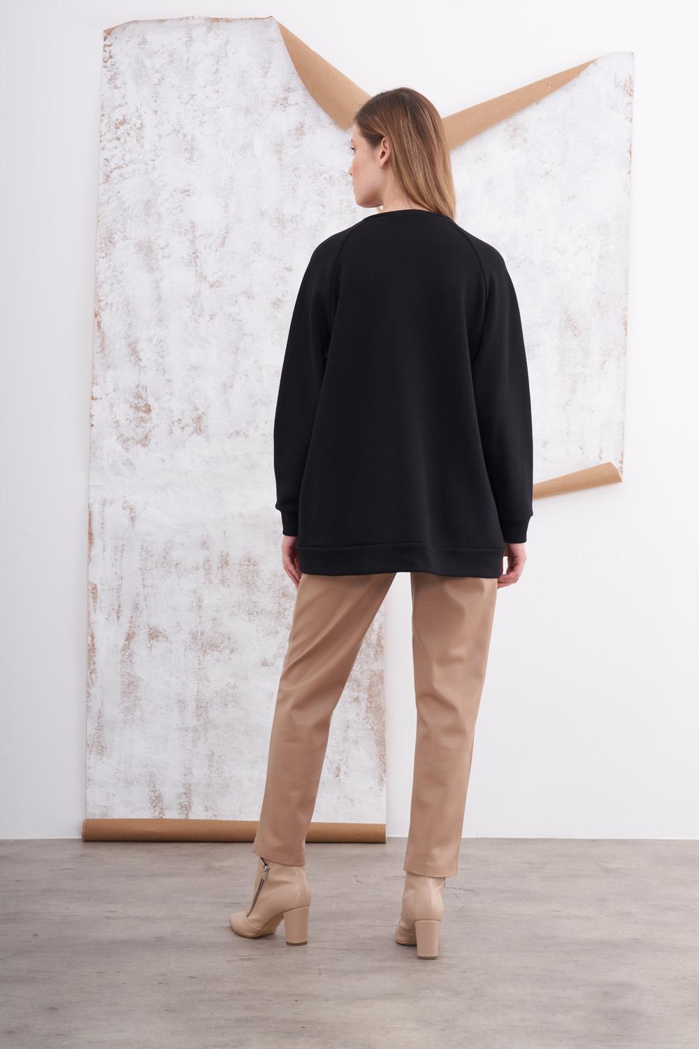 Asimetrik Kesimli Baskılı Siyah Sweatshirt