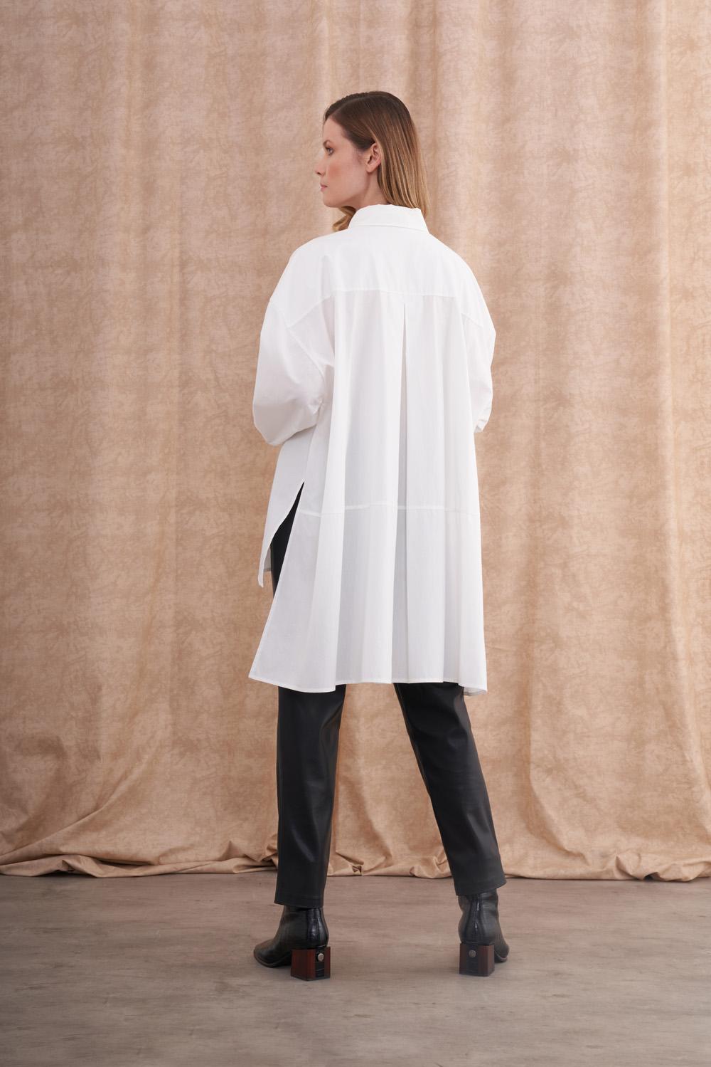 Asimetrik Kesimli Beyaz Oversize Gömlek