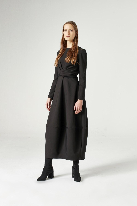 MIZALLE فستان بتنورة بالون (أسود) (1)