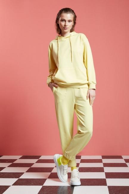 Mizalle - Basic Kapüşonlu Sweatshirt (Açık Sarı)