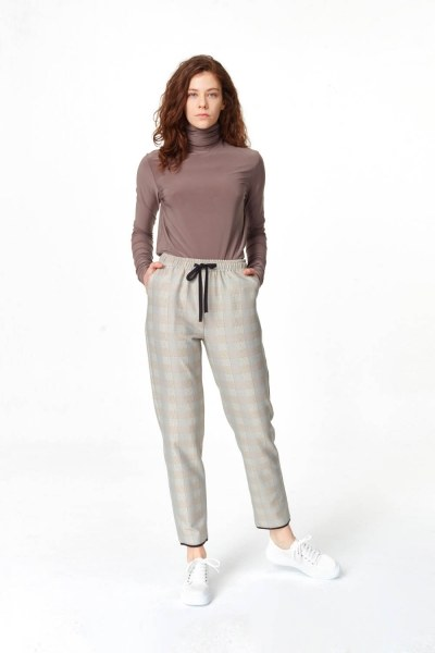 MIZALLE Laced Waist Plaid Trousers (Beige)