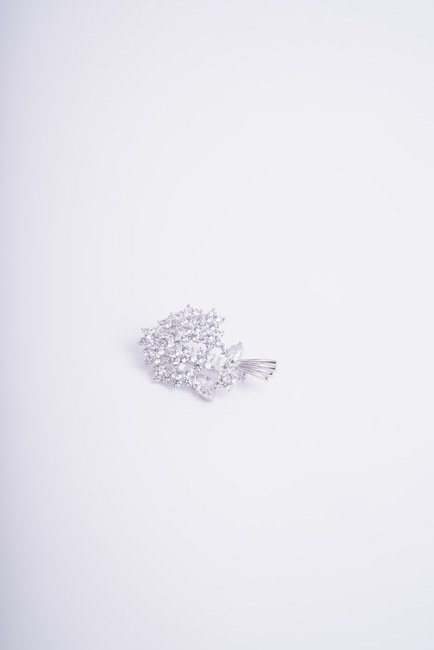 MIZALLE - Big Bouquet Brooch (Grey) (1)