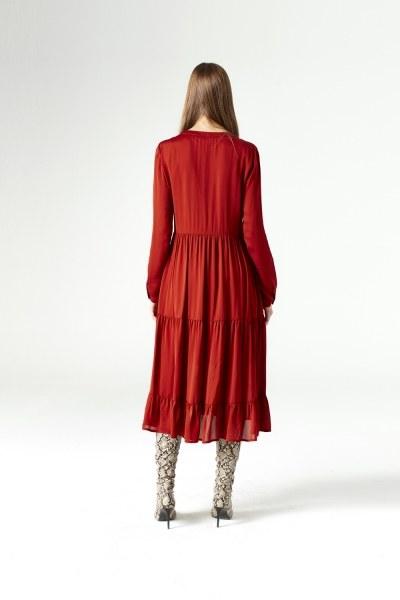 فستان بحلقات دائرية تحت الرقبة (قرميدي) - Thumbnail