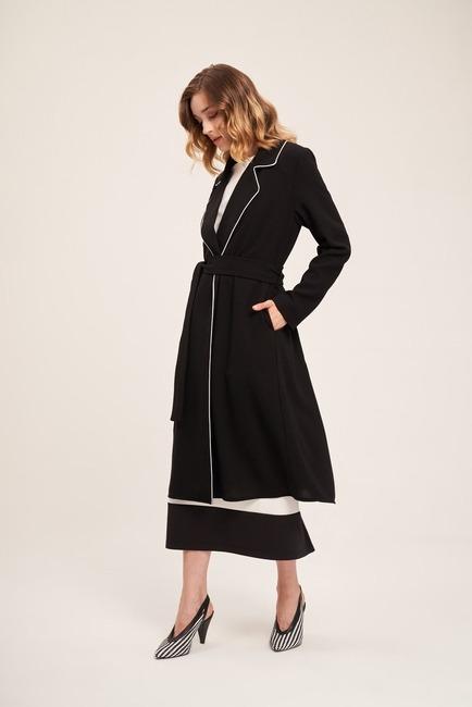 Mizalle - Biye Detaylı Uzun Krep Ceket (Siyah)
