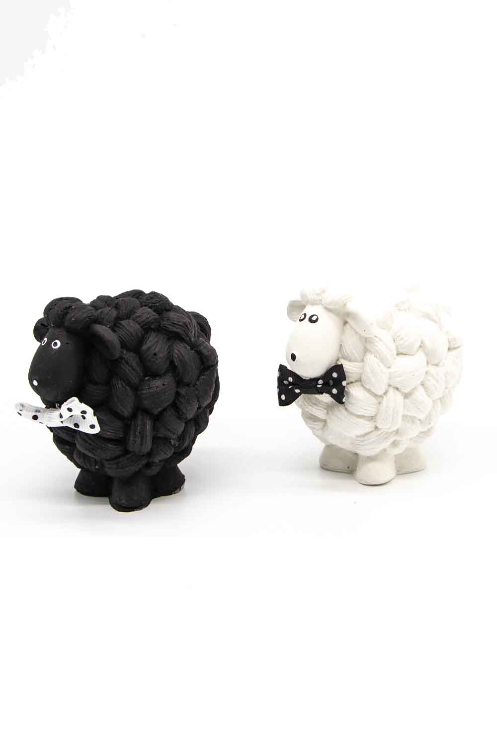 MIZALLE Black and White Lamb Trinket (1)