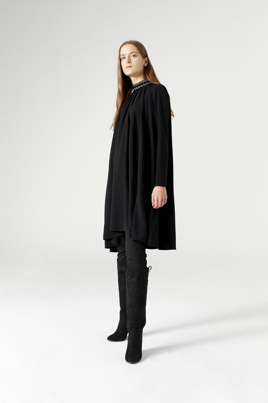 MIZALLE Bol Kesim Yaka Detaylı Elbise (Siyah) (1)
