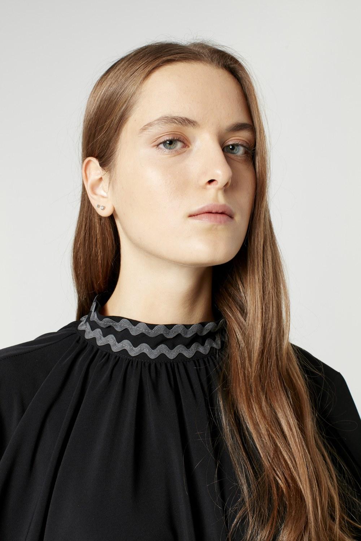 MIZALLE Wide Cut Collar Detailed Dress (Black) (1)