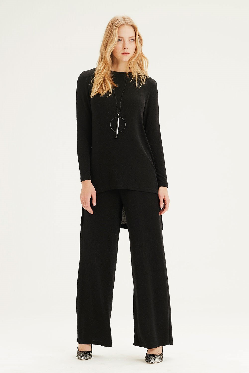 MIZALLE Plenty Leg Trousers (Black) (1)