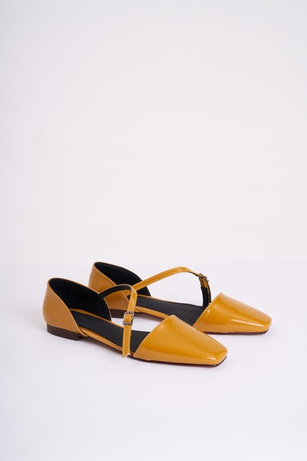 MIZALLE - Buckled Patent Leather Shoes (Mustard) (1)