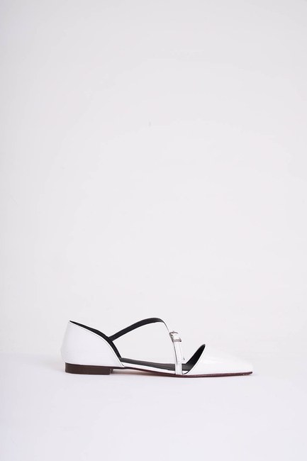 MIZALLE - Buckled Patent Leather Shoes (White) (1)