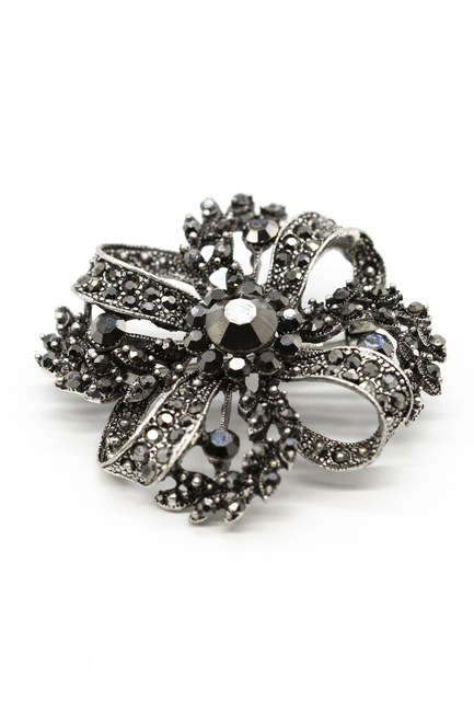 MIZALLE - Large Metallic Brooch (Black) (1)