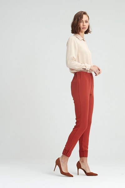 MIZALLE - Ruched Trousers (Brick Red) (1)