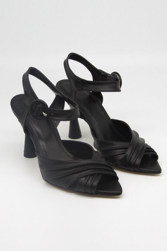 Çapraz Bantlı Topuklu Ayakkabı