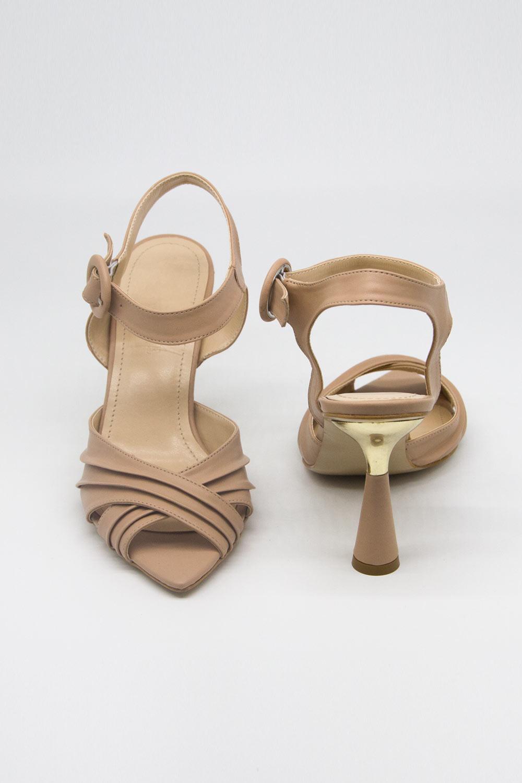 Çapraz Bantlı Bej Topuklu Ayakkabı