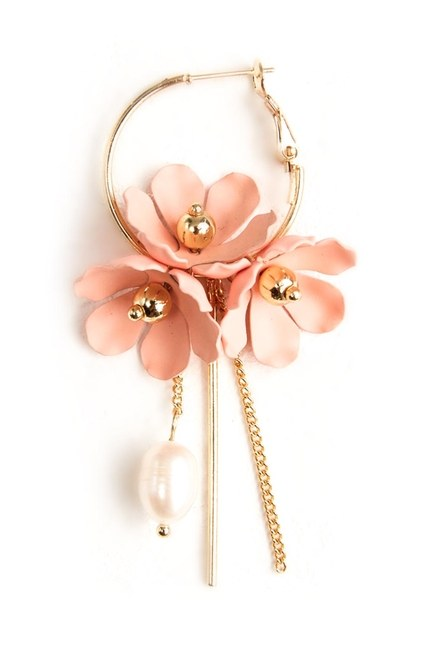 MIZALLE Flower Detailed Hoop Earrings (Pink)