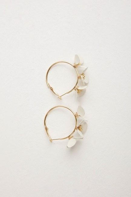 MIZALLE Çiçekli Halka Küpe (Beyaz)