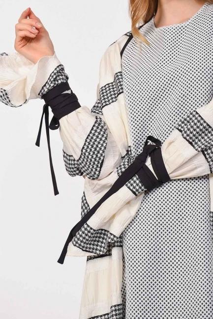 - كيمونو التصميم مع تفاصيل الخط (أسود / أبيض) (1)
