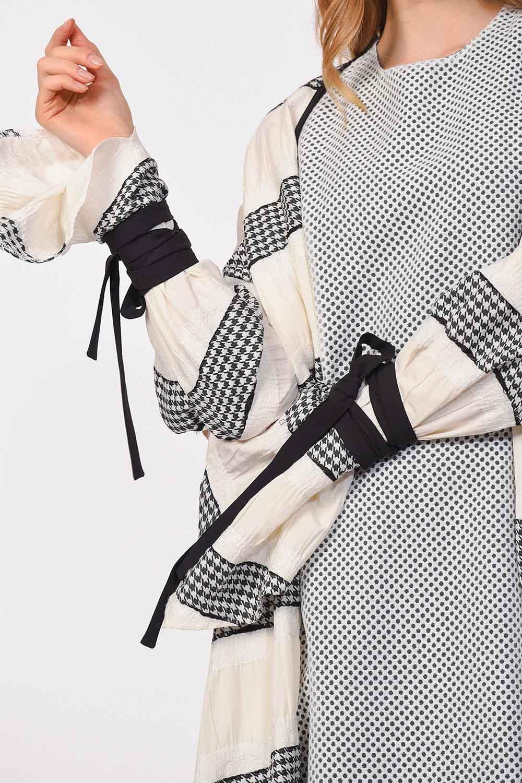 MIZALLE كيمونو التصميم مع تفاصيل الخط (أسود / أبيض) (1)