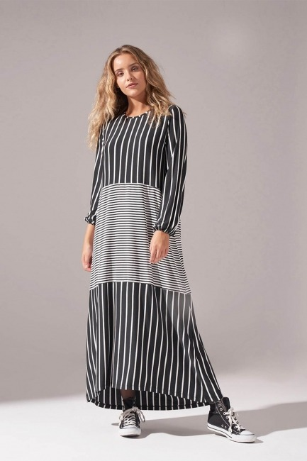 Mizalle - Çizgi Parçalı Örme Siyah Elbise