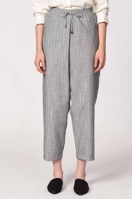 MIZALLE - Çizgili Parça Detaylı Pantolon (Gri) (1)