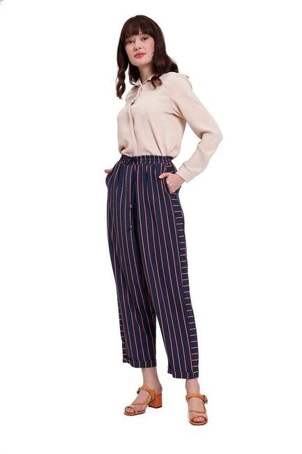 Mizalle - Çizgili Parça Detaylı Pantolon (Lacivert)
