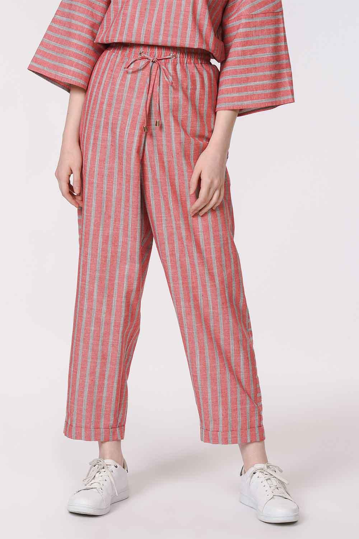 MIZALLE Çizgili Parça Detaylı Pantolon (Nar Çiçeği) (1)