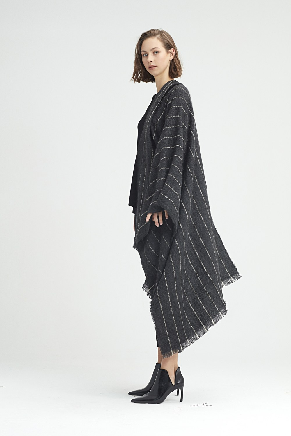 MIZALLE Striped Shawl (Anthracite) (1)