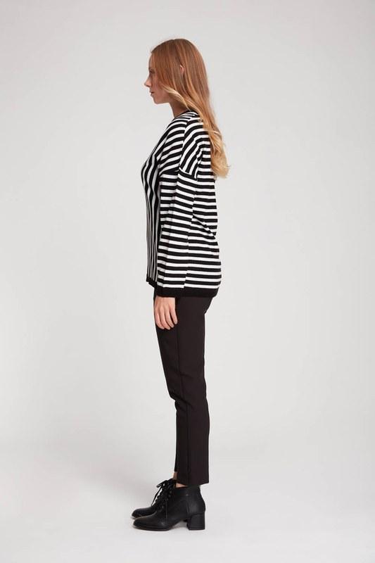 Çizgili Verev V Yaka Triko (Siyah/Beyaz)