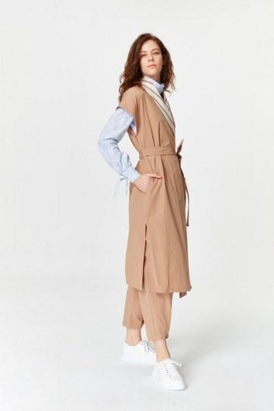 MIZALLE - Collar Striped Waistcoat (Camel) (1)