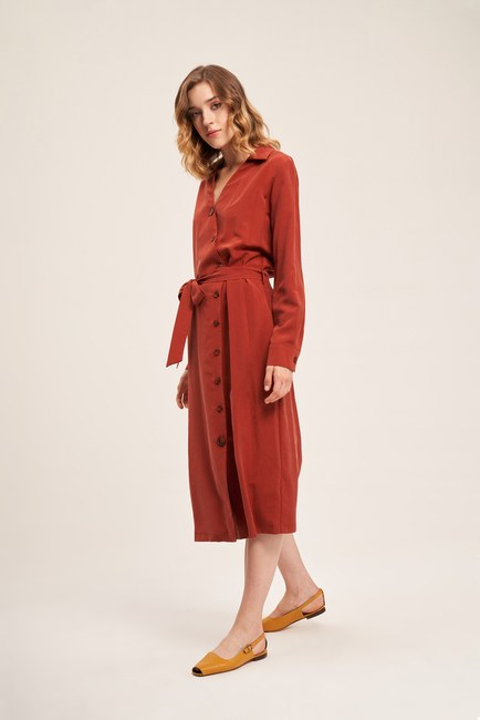 MIZALLE - Cross Button Dress (Brick Red) (1)