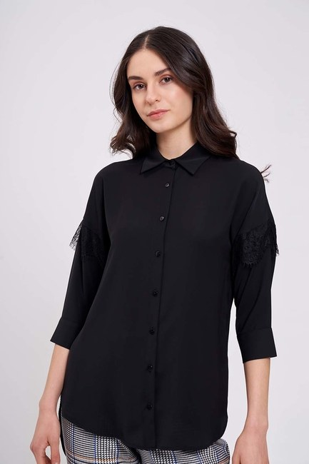 Mizalle - Dantel Detaylı Gömlek Bluz (Siyah)