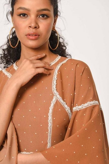 فستان مُنَقَّـط مع تفاصيل الدانتيل(قَـهْوَائِيّ) - Thumbnail