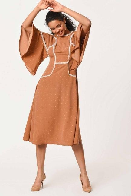 MIZALLE - Dantel Garnili Puantiye Elbise (Sütlü Kahve) (1)