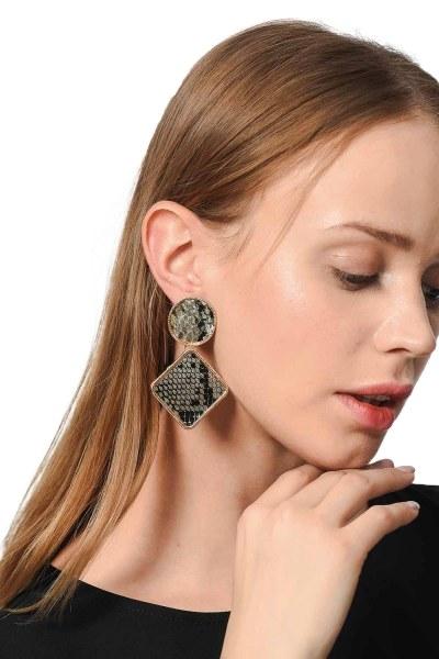 MIZALLE Patterned Square Earrings (Beige)