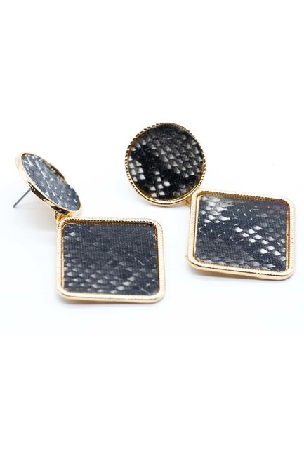 MIZALLE Patterned Square Earrings (Black)
