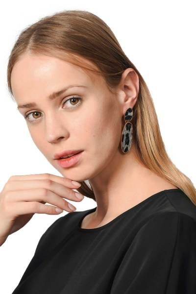 MIZALLE Patterned Oval Earrings (Grey)